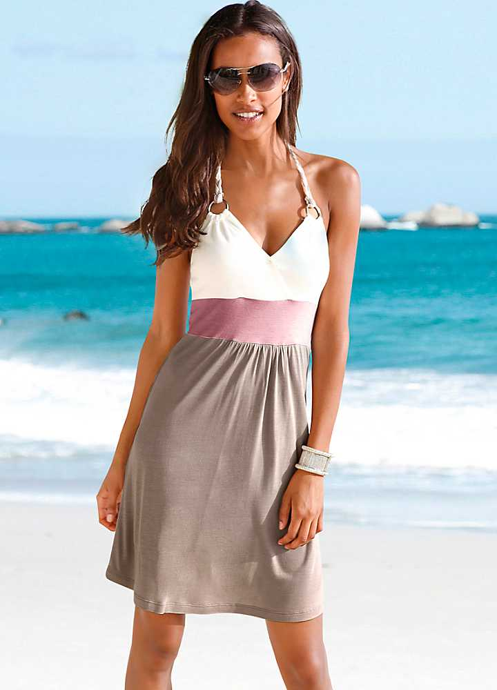 Formal beach dresses like long, flowing gowns can be donned at luxe gatherings like beach weddings, red carpets, and other elegant special events. Styling Beach Dresses Beach dresses can be long or short, and have any of a number of necklines.